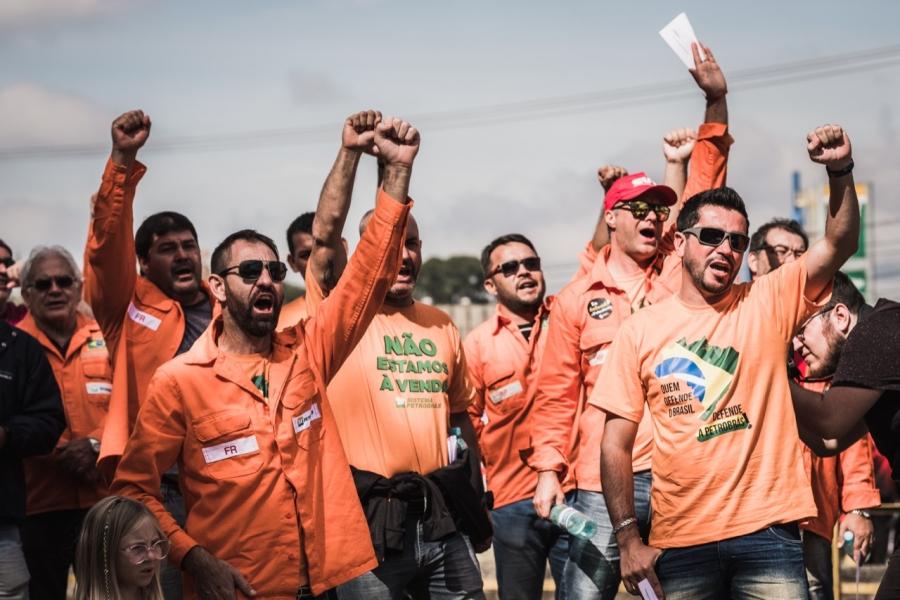 14º dia: Greve avança e petroleiros exigem suspensão imediata das demissões na Fafen-PR