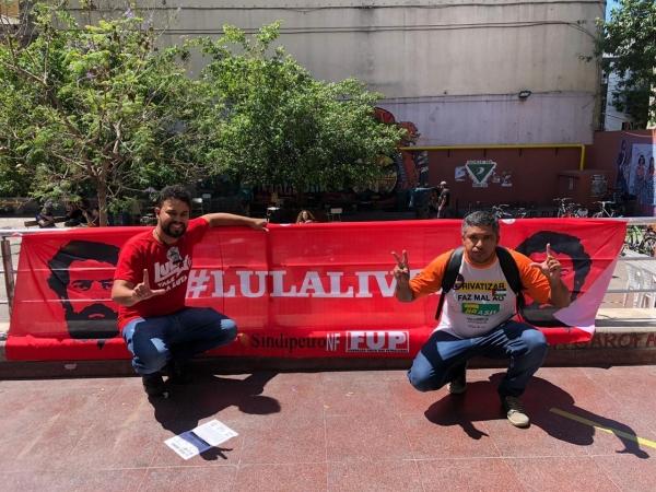 Lula é reverenciado por movimentos sociais antes da reunião do G20 em Buenos Aires