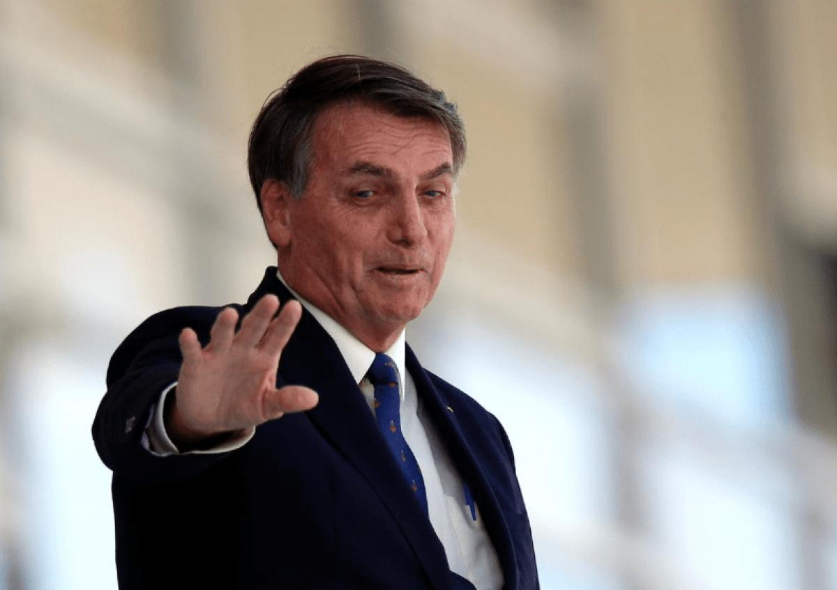 "E daí?"", debocha Bolsonaro ao ser questionado sobre recorde de mortes por  Covid-19 no Brasil"