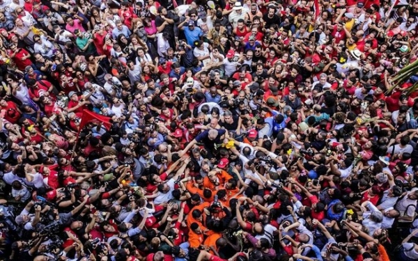 Atos por todo o Brasil cobram liberdade para Lula
