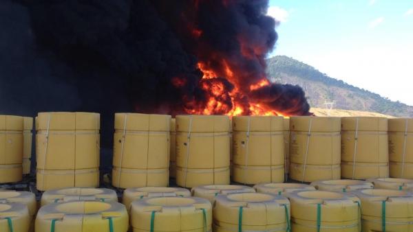 Incêndio atinge terminal da Petrobrás na Serra
