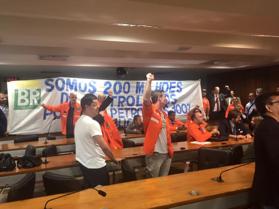 Petroleiros ocuparam a sessão da Comissão do PLS 151